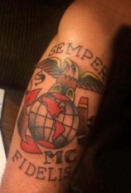 纹身老鹰抓地球  男生手臂上彩色的老鹰抓地球纹身图片