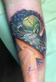 外星人纹身 女生手臂上外星人和飞碟纹身图片