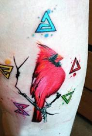 纹身鸟 男生大腿上三角形和小鸟纹身图片