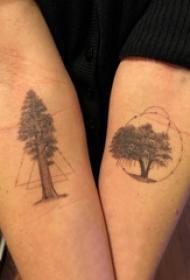 植物纹身 情侣手臂上几何和生命树纹身图片