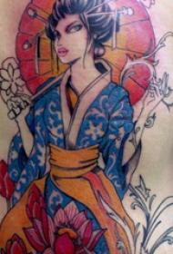 纹身后背女 女生后背上花朵和艺妓纹身图片
