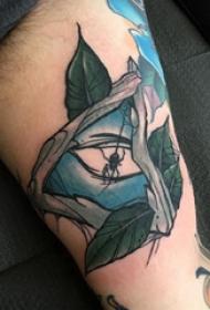纹身树枝  男生手臂上彩绘的树枝和几何纹身图片