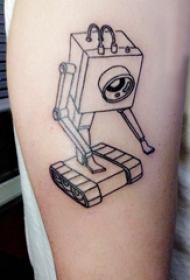 几何元素纹身 男生大臂上黑色的机器人纹身图片