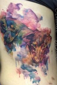 侧腰纹身图 女生侧腰上彩色的小狗纹身图片