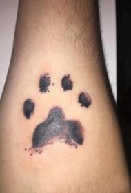 猫爪纹身  男生小臂上可爱的猫爪纹身图片