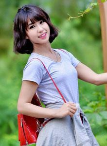 韩系阳光美女室外性感写真
