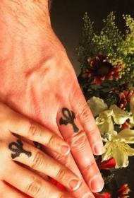 情侣纹身戒指   爱意浓浓的情侣戒指纹身图案