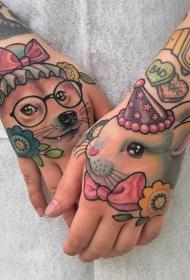 手背上纹身图案    手背上素描纹身黑白灰风格和彩绘纹身风格的动物纹身及花纹身图案