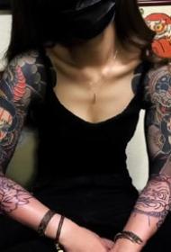 霸气半甲纹身-日式女性性感霸气的半甲纹身图片