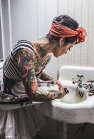 一组性感的国外纹身美女图片欣赏