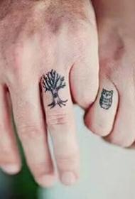 几张情侣纹在手指头上的纹身小图案欣赏