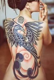 女性背部的一组漂亮背部纹身图案作品图片