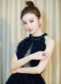 黑色礼服,简约优雅气质尽显的景甜