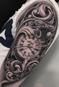 手臂上的一组黑灰钟表纹身作品图案