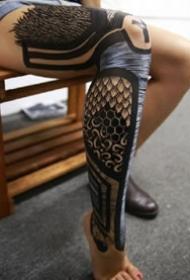 超黑色的图腾点刺大黑腿纹身图案欣赏