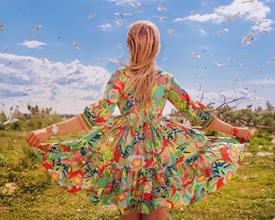 一组超唯美的女生穿裙子的背景合集