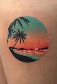 圆圈几何图形里的彩色小风景纹身作品图片