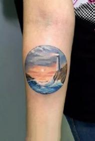 小手臂上的一组几何圆形小风景纹身图案