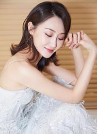 林鹏性感吊带裙活动写真图片