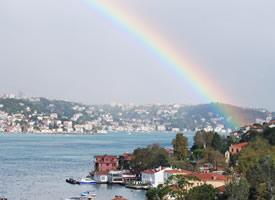 爱犹如雨过天晴后那光彩夺目的彩虹