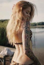 美国明星Lisa Marie丽萨·玛利的纹身图片欣赏