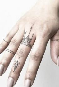 纹在手指上很好看的性感手指小清新纹身图案