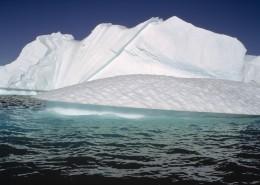 大海中的冰山图片_17张