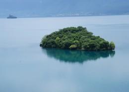 神秘的海中岛屿图片_24张