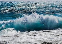 大海中的海浪图片_13张
