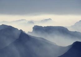 多雾的山和茂盛的森林图片_11张
