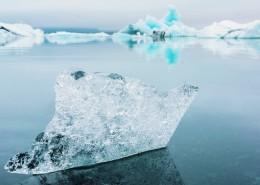 水面的冰川图片_10张