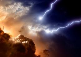 云层下的闪电风景图片_15张