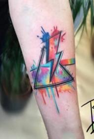 简单的一组水彩三角形纹身图片