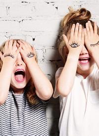 喜欢微笑的小女孩拍摄图片欣赏