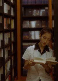 邓恩熙图书馆清纯写真图片