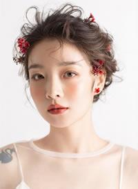 清新自然的小仙女,发丝与鲜花相融在一起