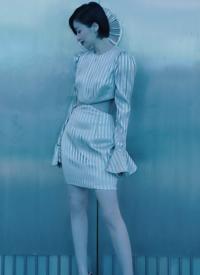 田沅蓝色性感活动写真图片