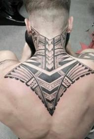 9张男士后背霸气的黑色图腾纹身