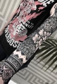 一组环绕手臂脚部的繁花图腾臂环纹身
