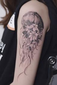 简约小清新的一组水母纹身图案