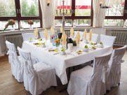 不同款式的餐桌图片_11张