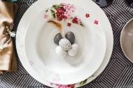 复活节装饰的餐桌图片_10张
