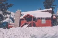 被雪覆盖的小屋图片_14张
