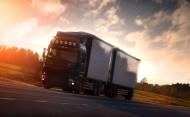 公路上的大卡车图片_14张