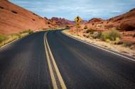 荒原上的公路图片_13张