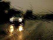 雨中的车图片_10张