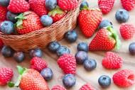 酸酸甜甜的草莓和蓝莓图片_15张