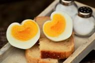 切开的煮鸡蛋图片_10张