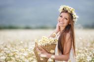 花丛中的美女图片_14张