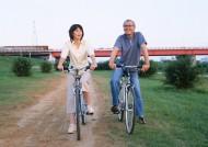 老人骑自行车游玩图片_29张